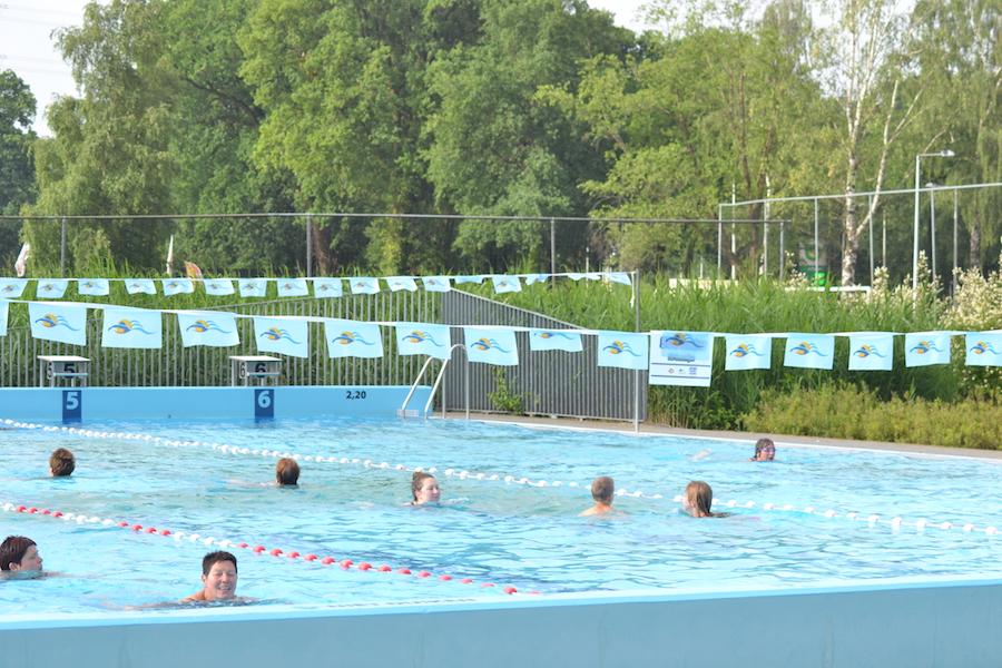 Frisbee-actie bij Zwemvierdaagse Aquadrome 2017 · Disc Devils Twente - Enschede